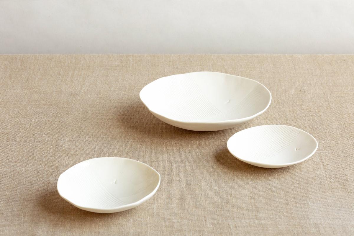 three white porcelain plates on a table - handmade - Federica Ramacciotti