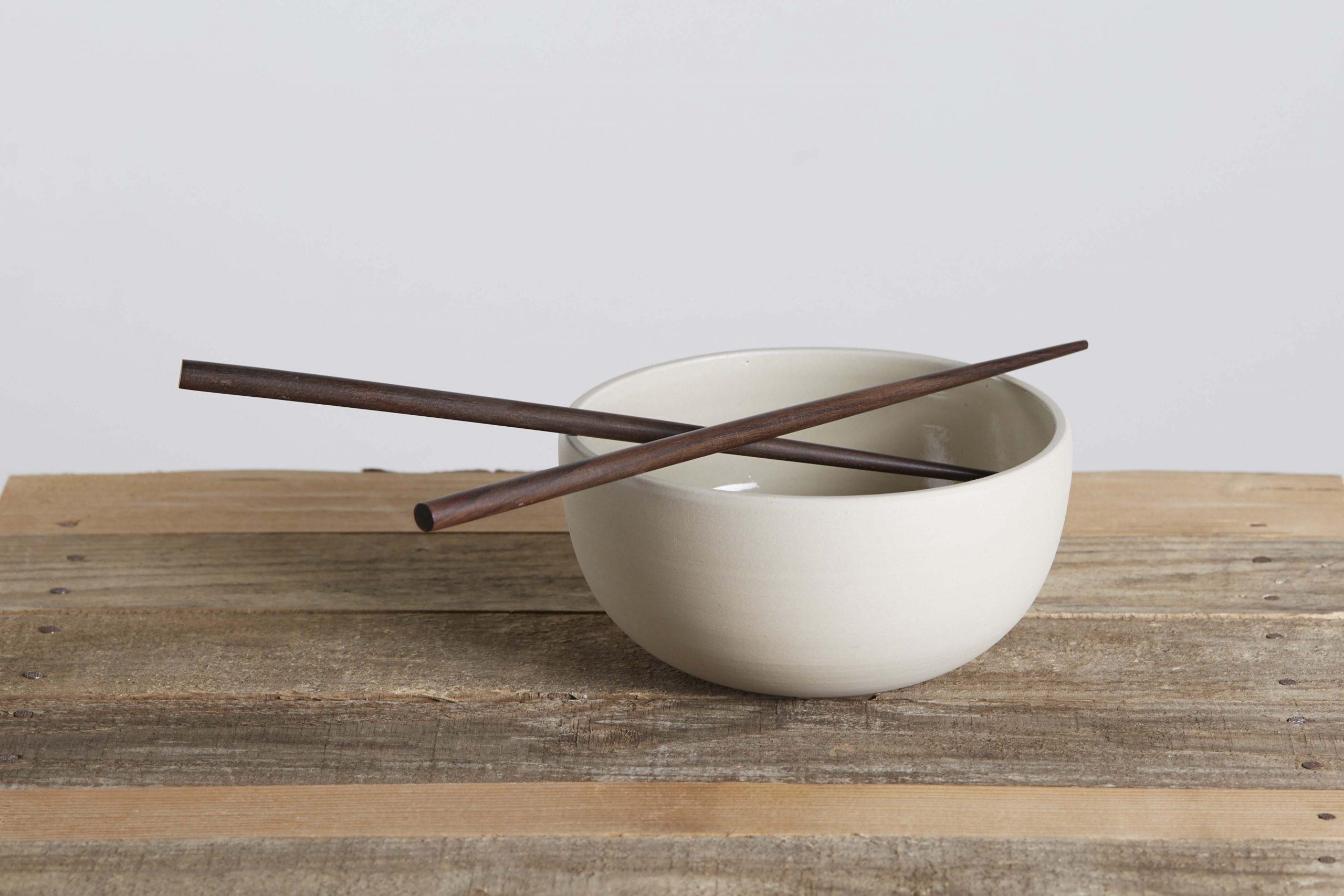 una ciotola ceramica con bacchette - artigianale - Federica Ramacciotti
