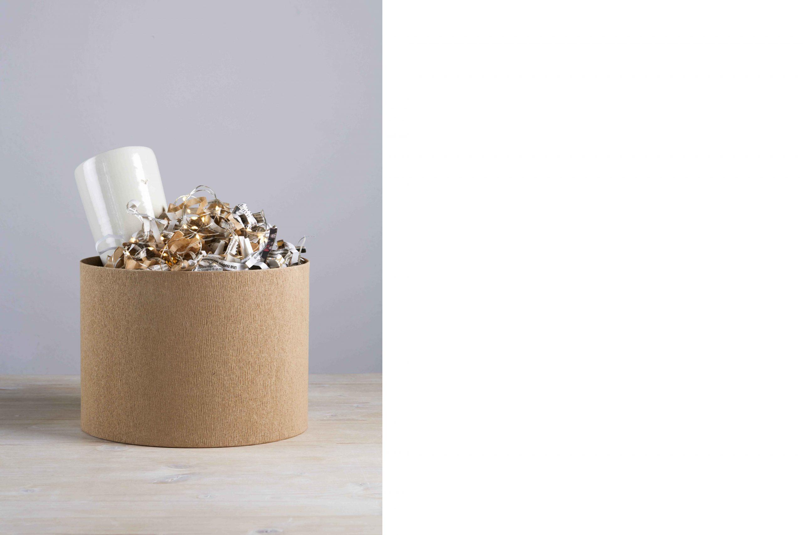 una scatola da cui esce un vaso ceramico - artigianale - Federica Ramacciotti