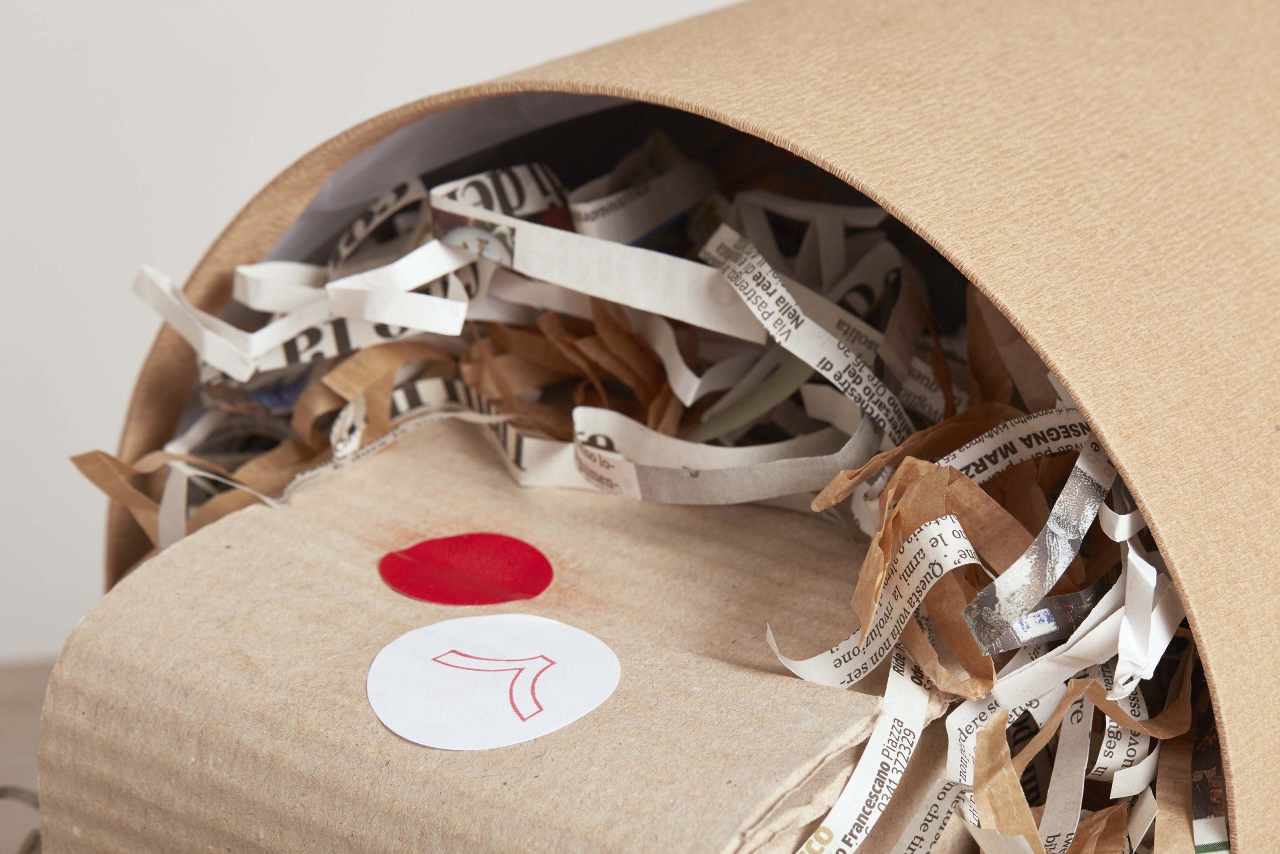 un pacco che esce da una scatola - artigianale - Federica Ramacciotti